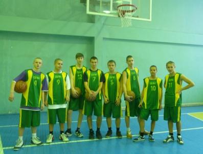 Команда школы по баскетболу